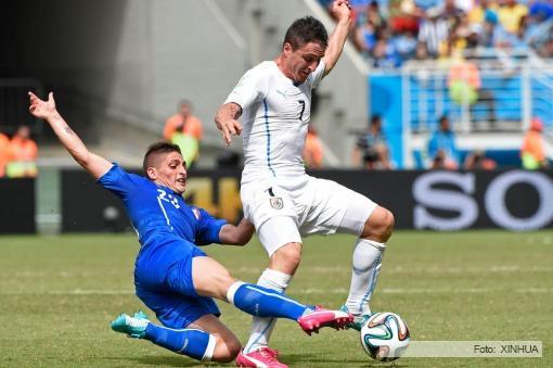 futbol_Brasil2014_Fecha03_TELAM_Uruguay