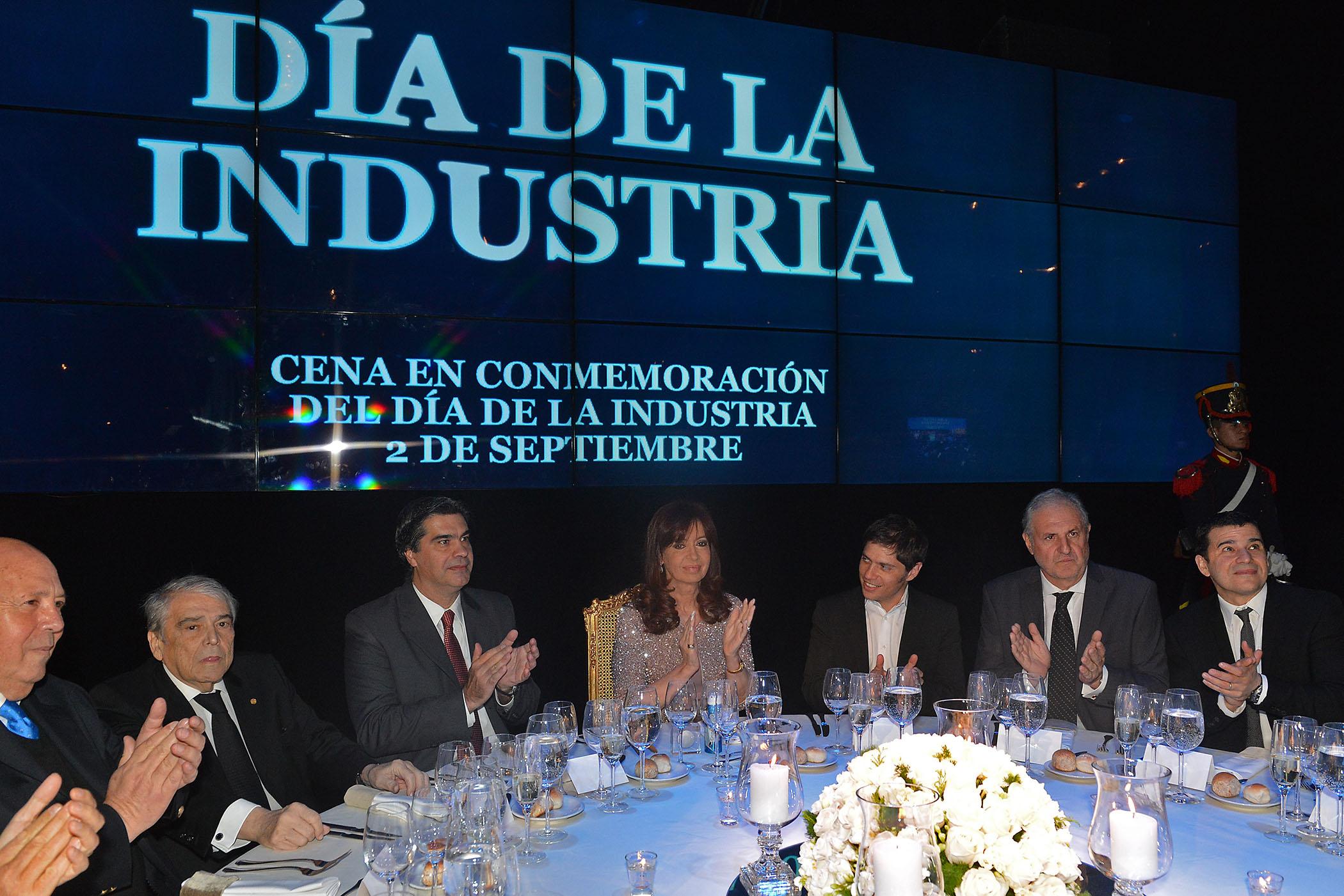 Cristina_DiadelaIndustria_CASAROSADA_01