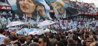 POLÍTICA – Gobierno   Culmina el mejor gobierno de la democracia. Manifestaciones populares de agradecimiento a la Presidenta Cristina Fernández.