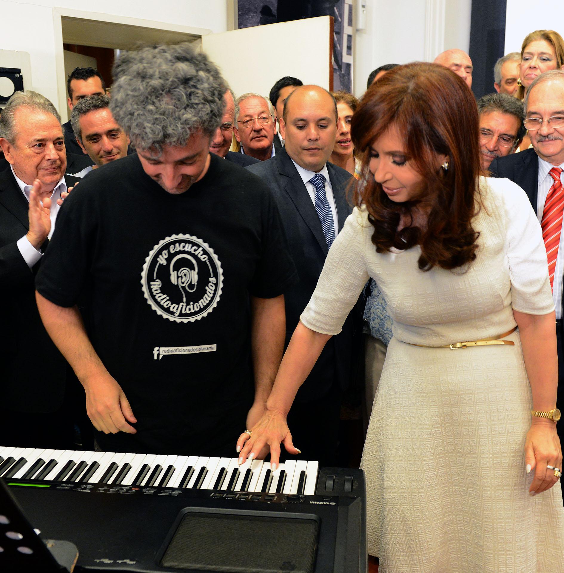 Cristina_democracia2014_Plaza_CASAROSADA_03