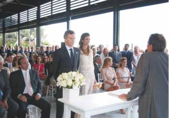 """Nicolás Caputo, a la derecha de Macri el día de su casamiento recibió un """"préstamo"""" de $ 18,5 millones aunque es el mayor contratista de la Ciudad de Buenos Aires."""