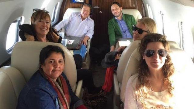 Con un costo superior a los u$s 100.000 rentó un avión privado para la campaña en la que dice que no gastó fondos.