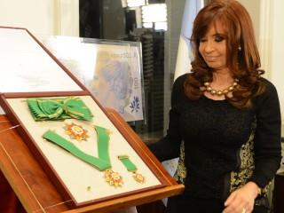 La Presidenta Cristina Fernández recibió la condecoración del Estado Palestino.