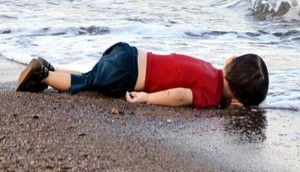 Esta imagen sensibilizó al mundo, pero no a Europa. Solo en 2015 murieron 3700 náufragos.