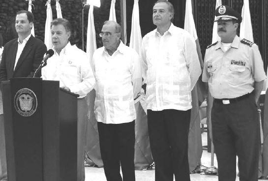Presidente Juan Manuel Santos junto a su delegación de negociadores. FOTO: GRANMA.