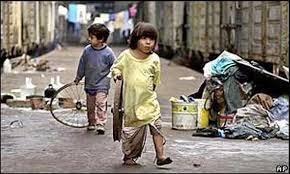 En los 90 Argentina tenía un 50 % de pobres.