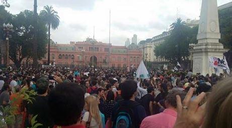 Multitudinaria marcha a favor de la libertad de expresión y medios.