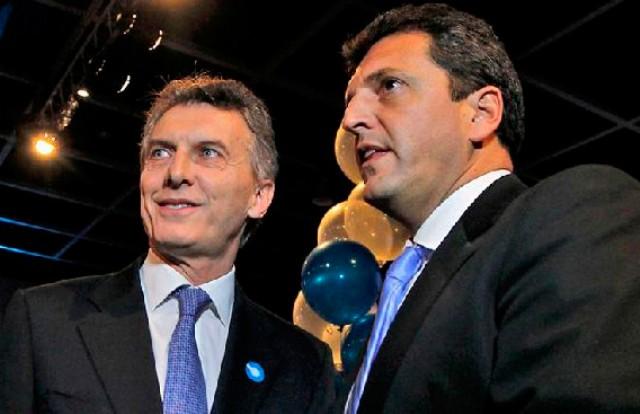 Mauricio Macri y el falso opositor Sergio Massa.