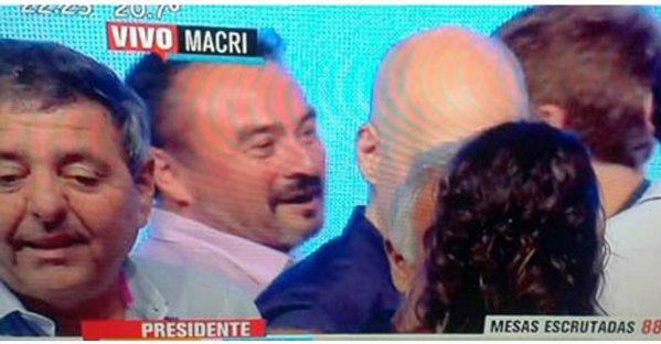 Imagen de televisión que muestra a García junto a Horacio Rodríguez Larreta.