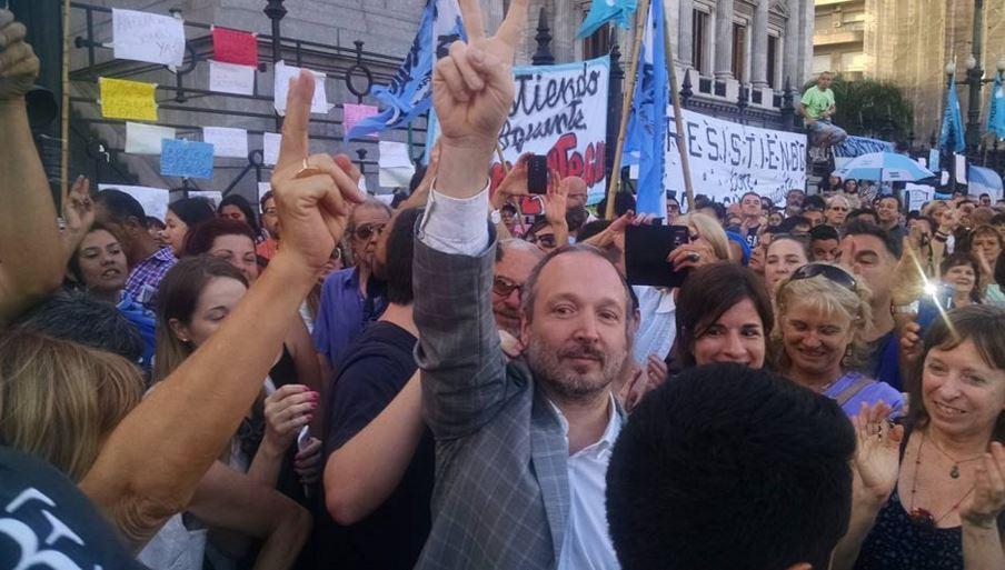 Martín Sabbatella en el abrazo al Congreso. FOTO: Román Valente