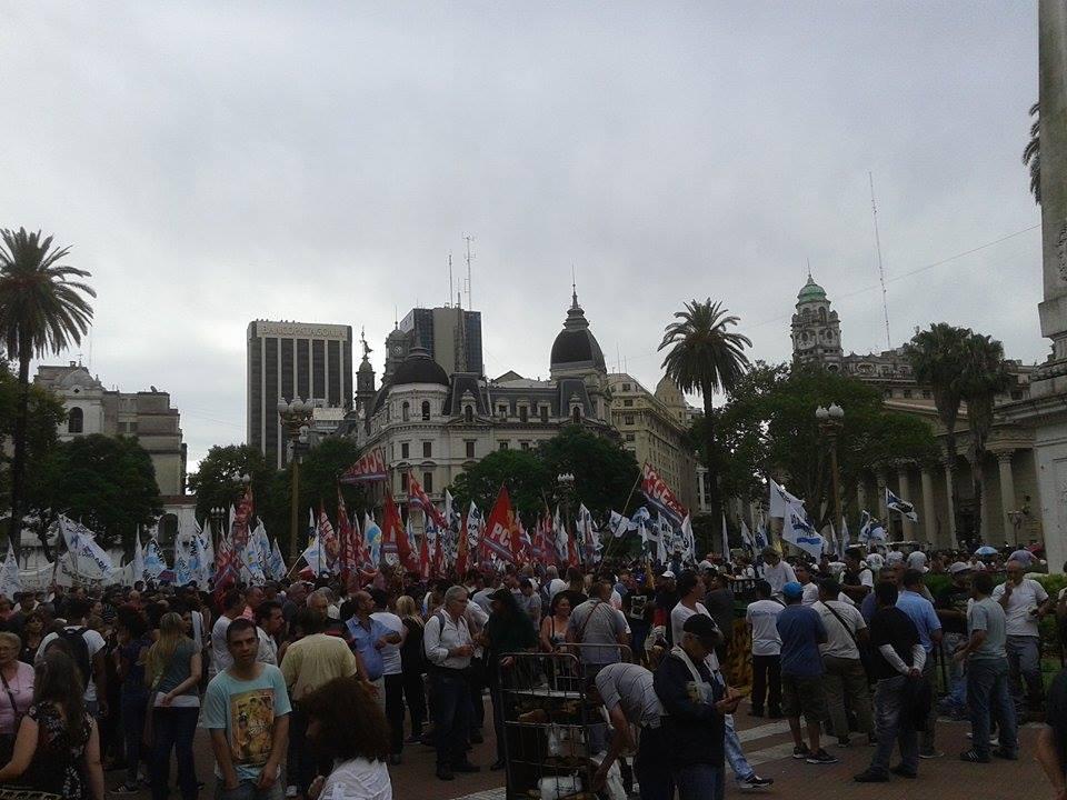 Una multitud llenó la Plaza de Mayo pidiendo libertad de opinión y apoyando a Víctor Hugo Morales. FOTO: MATIAS DCP