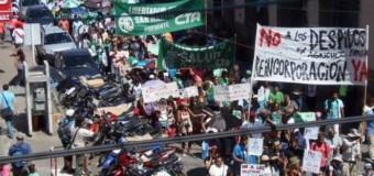 TRABAJADORES – Régimen | Los empleados estatales hicieron un contundente paro nacional en contra de los despidos.