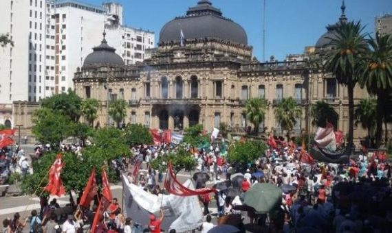 En Rosario los trabajadores estatales se hicieron sentir. FOTO: ATE