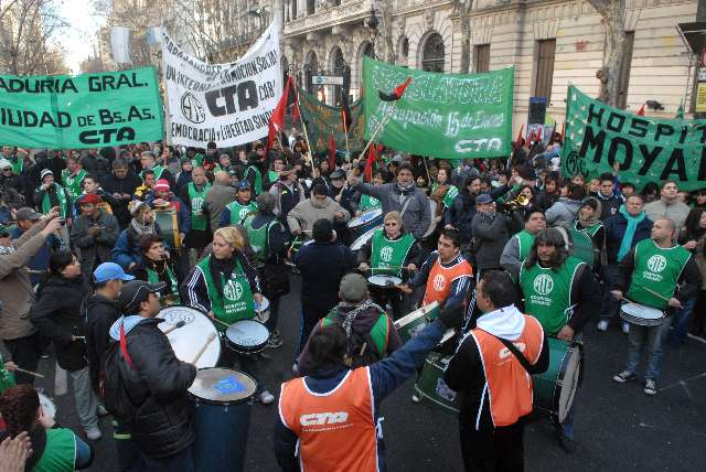 """Los trabajadores de ATE rechazan el """"protocolo"""" represivo del Gobierno macrista."""