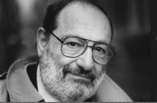 Umberto Eco (1932-2016), semiólogo italiano que marcó una época.
