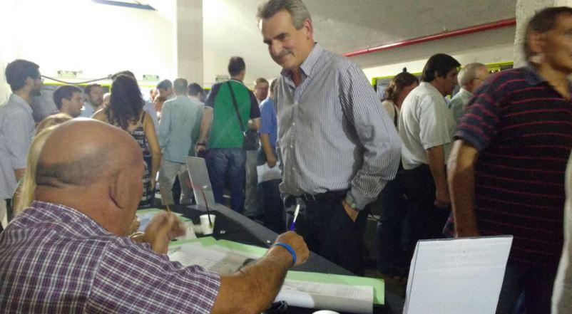 Agustín Rossi en la acreditación en el Congreso partidario en Obras Sanitarias. FOTO: ROSSI.