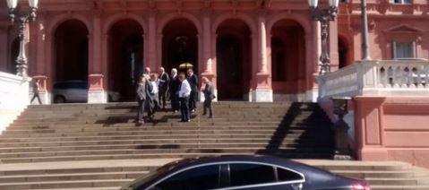 Magnetto a la salida de la Casa Rosada.