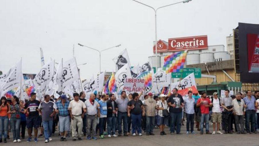 Más de 200 cortes en todo el  país con el apoyo de 40 organizaciones  pidiendo libertad de la primera detenida política en el régimen macrista. FOTO: TUPAC AMARU