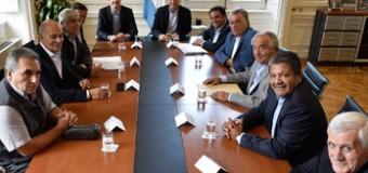TRABAJADORES – Règimen | Macri estuvo apenas quince minutos en la reunión con las tres CGT. No invitaron a las dos CTA.