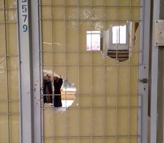 Las balas fueron disparadas contra la imagen de la ex Presidenta Cristina Fernández en la Ciudad de Mar del Plata. Afortunadamente no había nadie en su interior.