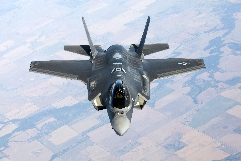Avión de guerra con armas de destrucción masiva que Estados Unidos ingresó ilegalmente a la Argentina. Hay cuatro unidades sin autorización del Congreso de la Nación.