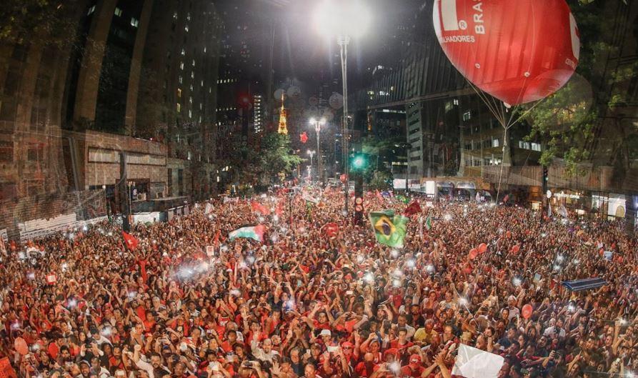 Un millón y medio de ciudadanos apoyaron el retorno de Lula al Gobierno como Jefe de Gabinete.