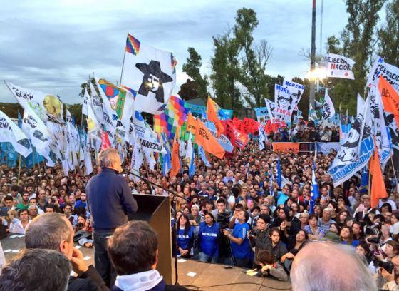 Agustín Rossi dando su discurso en la UTN de Avellaneda.