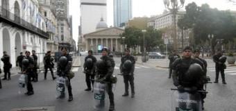 CAOS – Régimen | Repliegan a los Gendarmes a la frontera, acuartelan a fuerzas de seguridad y subirán salarios a uniformados de cara al 6 de junio.