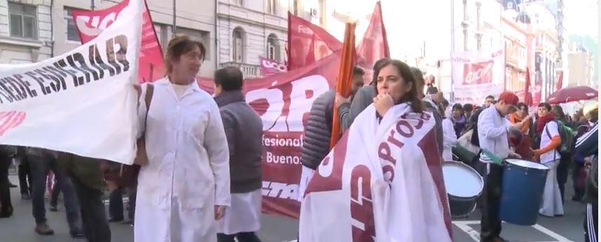 Los trabajadores de la salud de la Provincia de Buenos Aires realizaron su décimo paro de 72 horas desde diciembre. Vidal ni los atiende.