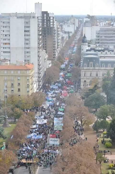 20 cuadras de marcha contra la Gobernadora Vidal. Más de 50.000 personas. FOTO: AGENCIA EL VIGIA| RESISTIENDO CON AGUANTE.