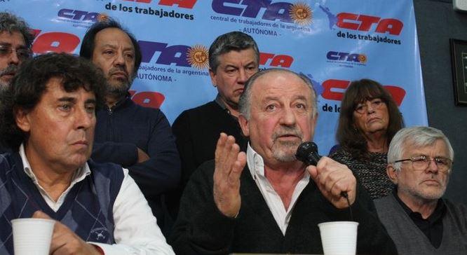 Pablo Micheli (CTA Autónoma) y Hugo Yasky (CTA de los Trabajadores). Ambas centrales mantienen su palabra de acto del 29 de bril pasado. Veto y paro nacional. FOTO: CTA de los Trabajadores.