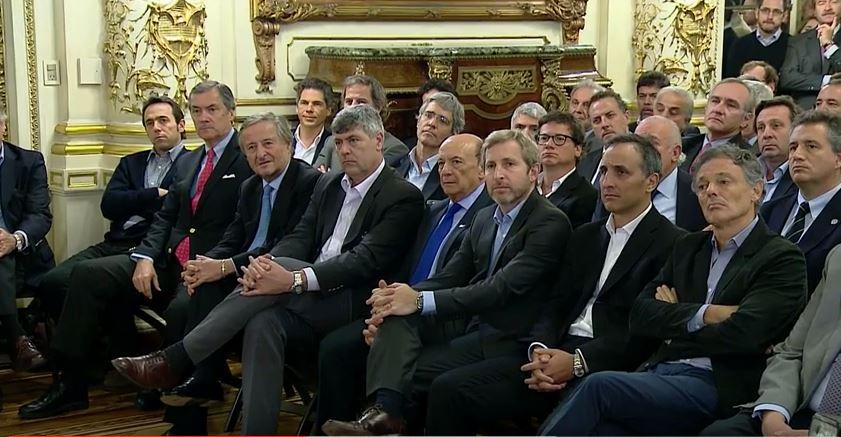 Empresarios amigos de Macri. El único que sonríe es el anciano Rattazzi. FOTO: CASA ROSADA