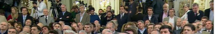 Al fondo, esperando su turno Carlos Melconián, Presidente del Banco Nación, peleado con el Ministro de Hacienda Prat Gay. FOTO: CASA ROSADA
