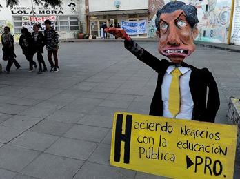 Macri no está cómodo con el tema Derechos Humanos porque involucra a la dictadura militar con la que creció económicamente su familia. FOTO: LOLA MORA