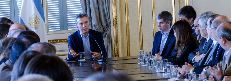 Macri estuvo cinco minutos con los rectores de las universidades y les prometió el 1 % de ayuda. FOTO: CASA ROSADA.