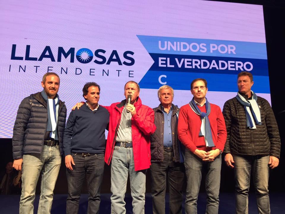 El flamante Intendente de Río Cuarto Juan Manuel Llamosas junto al Gobernador Juan Schiaretti y José Manuel De la Sota.
