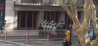 REPUDIO – Régimen | Macri estuvo apenas una hora en Rosario para evitar el rechazo de la gente.