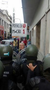 La guardia de Gendarmería bloqueó los accesos en una Ciudad sitiada.