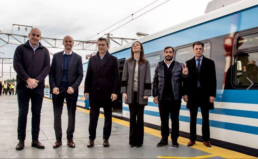 Macri junto a Molina, Vidal que mira de arriba, y Juan Patricio Mussi, el Intendente de Berazategui.