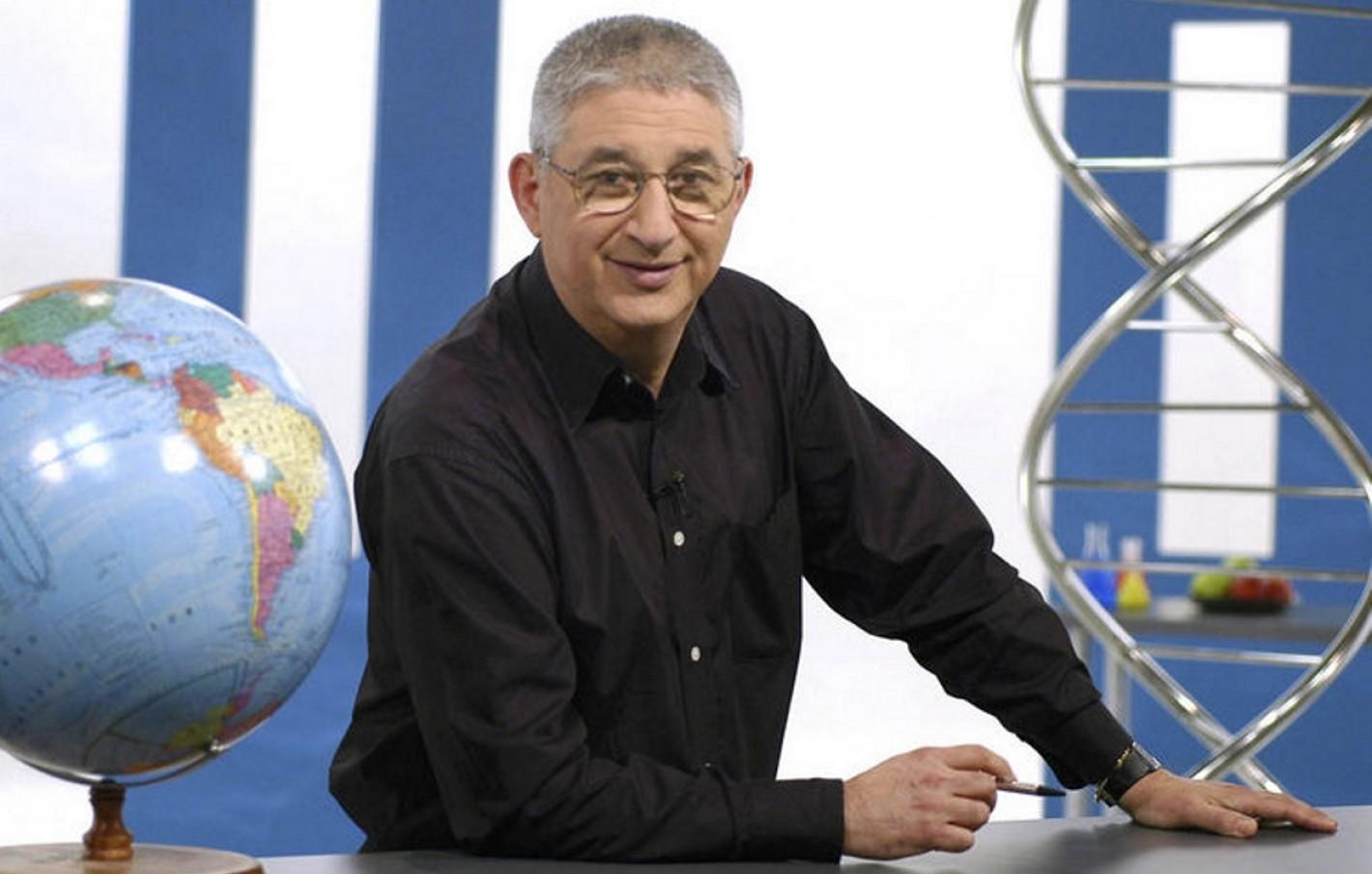 El Dr. Adrián Paenza recibió el apoyo de Carta Abierta ante el ataque del macrismo.
