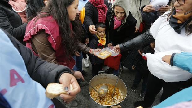 En la Argentina se come menos de 6 días a la semana por culpa de las política neoliberales del Presidente Macri. FOTO: BARRIOS DE PIE