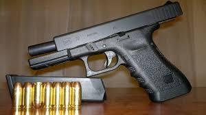 La foto ilustra el tipo de arma con la que Bonadío disparó y mató a dos personas.