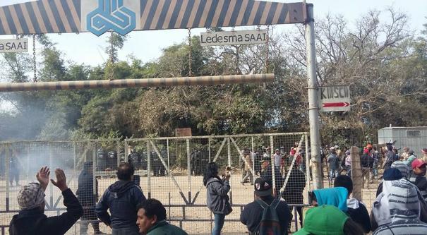 Represión a los trabajadores en el Ingenio Ledesma en Jujuy. FOTO: TUPAC AMARU.