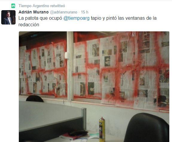 En pleno régimen macrista 20 encapuchados que la Policía Federal dejó irse destruyeron la redacción de Tiempo. FOTO: TIEMPOAR
