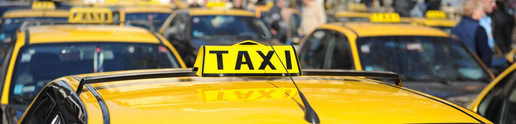 Taxis sin trabajo. El macrismo sostiene a la empresa extranjera Uber en un mercado en recesión.