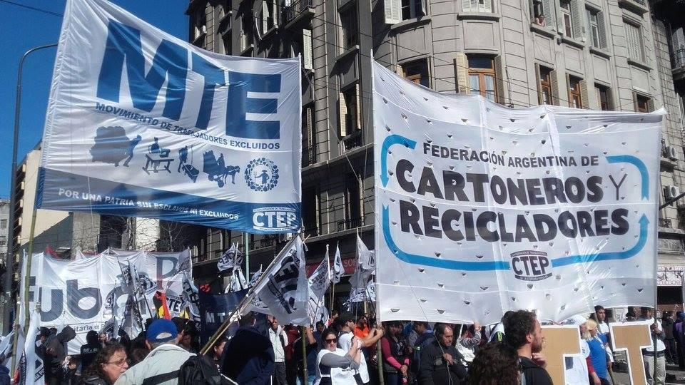 Trabajadores formales e informales, sindicalizados y libres se manifestaron contra las políticas del Presidente Macri. FOTO: CTEP