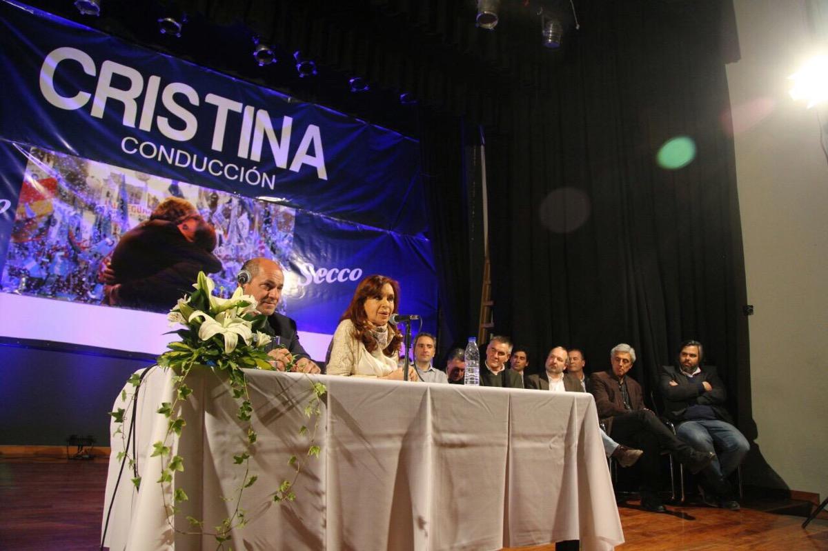Cristina Fernández en el acto en Ensenada con el Intendente Mario Secco.