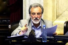 Juan Carlos Junio, del Partido Solidario, pide extender las tarifas normales a empresas, clubes y negocios.