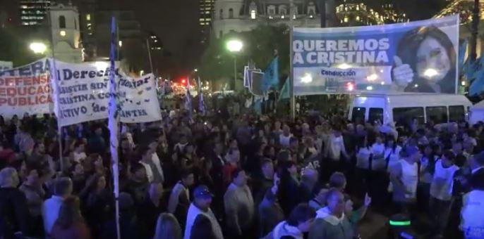 Miles de personas marcharon durante 24 horas en contra de la desocupaciòn provocada por el gobierno macrista.
