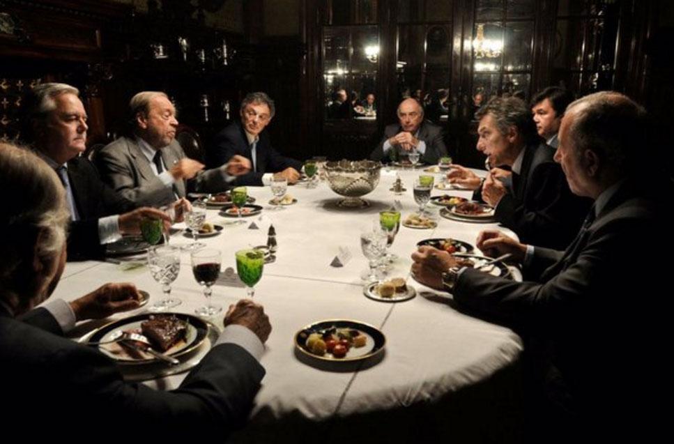 """El """"petiso"""" Marijuàn cenando con Macri. Persigue a Cristina Fernàndez por orden del PRO. Su propia voz lo delatò en una conversación con una radio."""